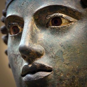 Delphi_charioteer_0